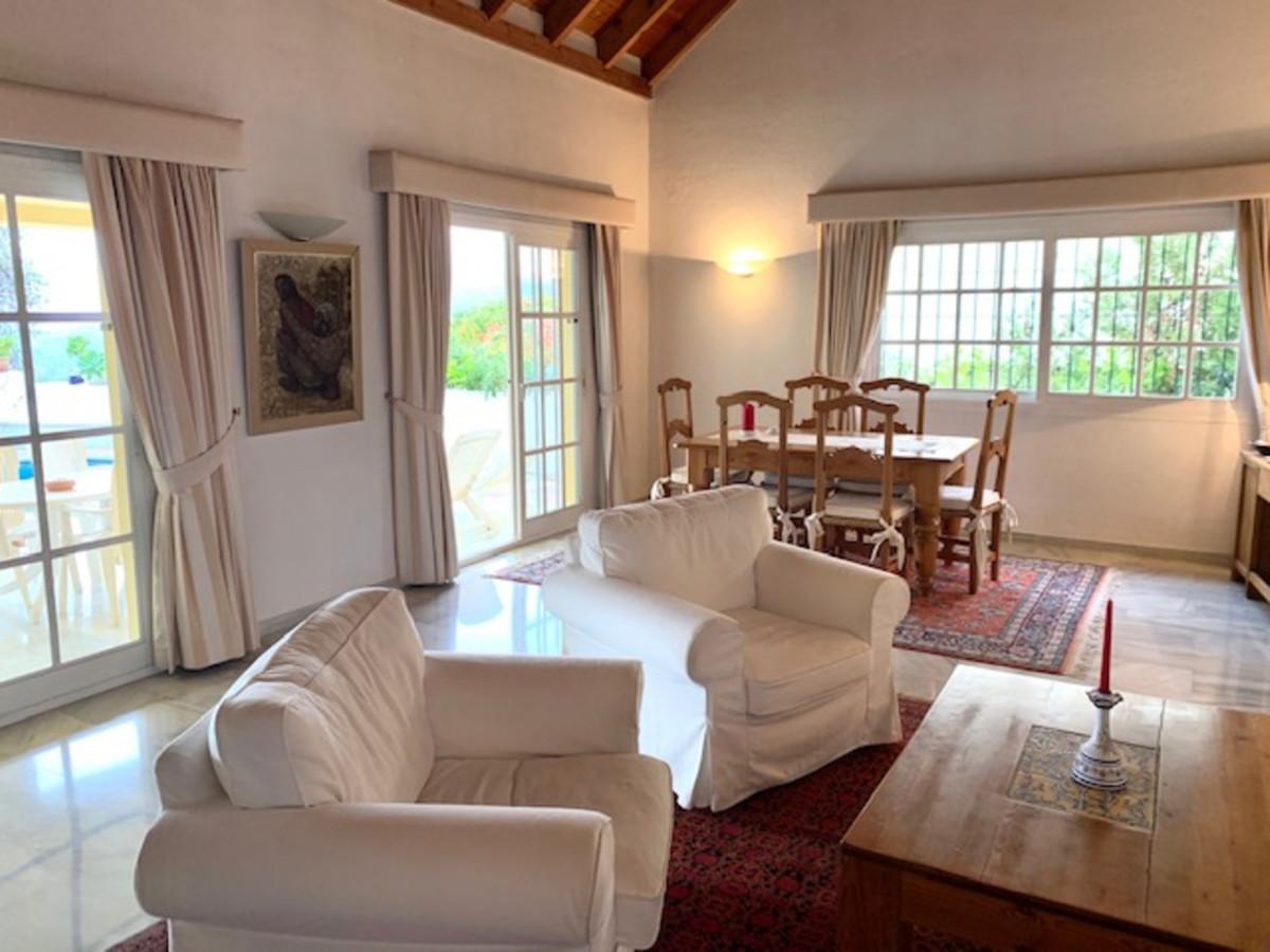 Villa con 2 Dormitorios en Venta Istán
