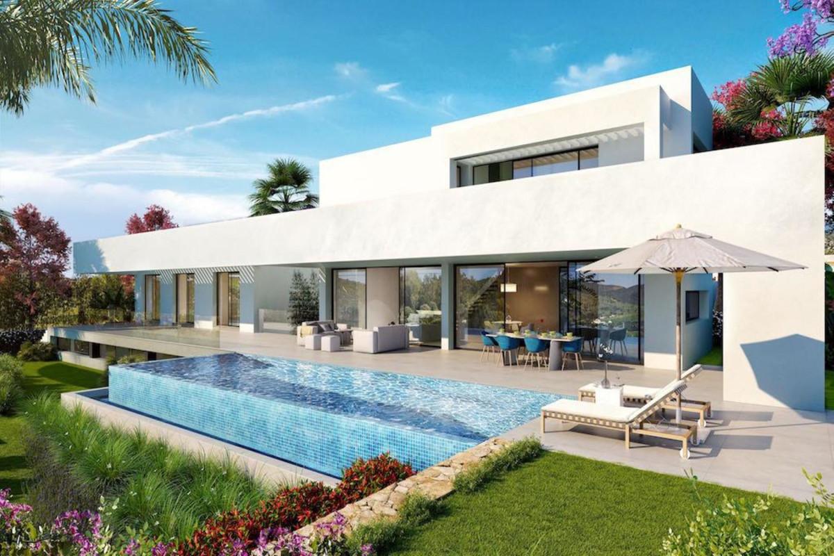Detached Villa in Los Flamingos R3446761