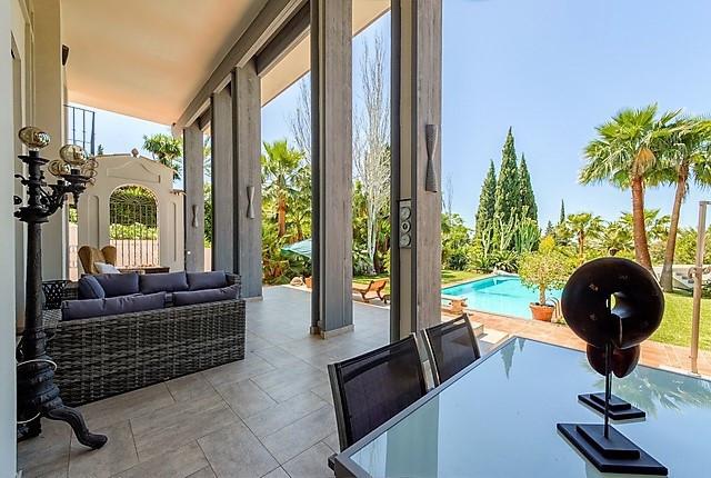 Villa Til salgs i The Golden Mile R2930861