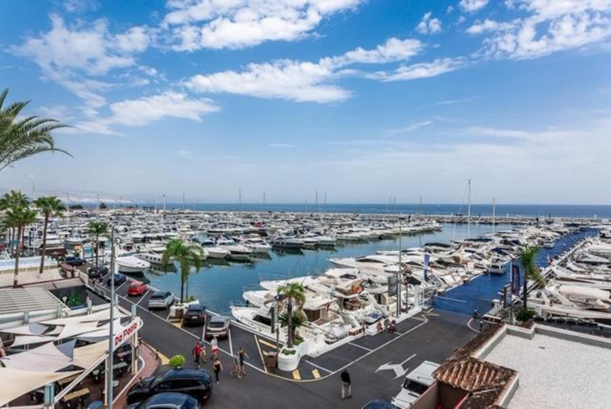 Renovated luxery penthouse in Puerto Banus Marina. Duplex top floor apartment has been fitted and fu,Spain