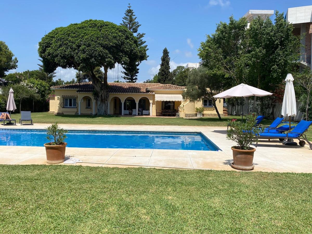 Villa  Detached for rent  in Benamara