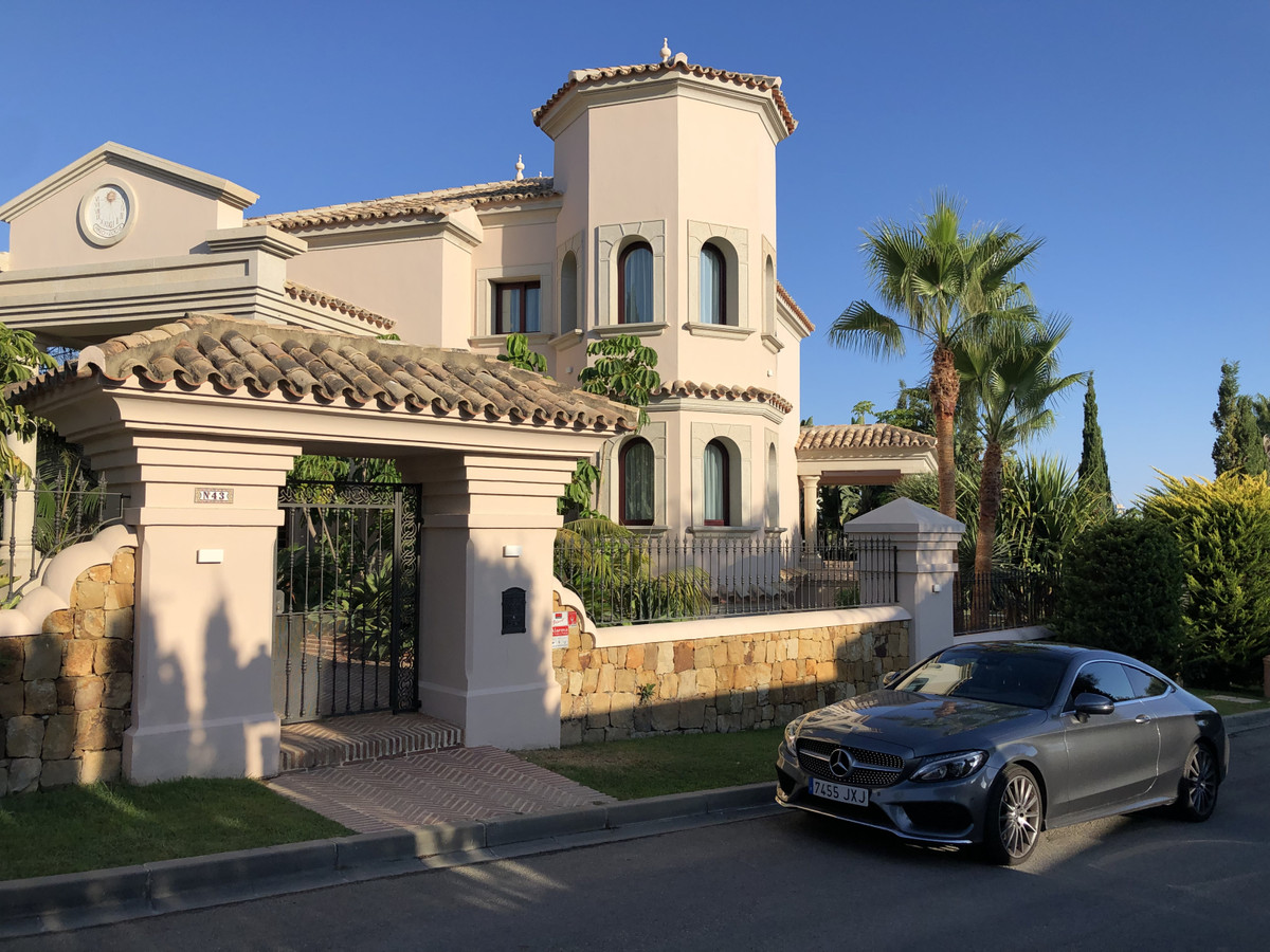 Villa  Detached for rent  in New Golden Mile