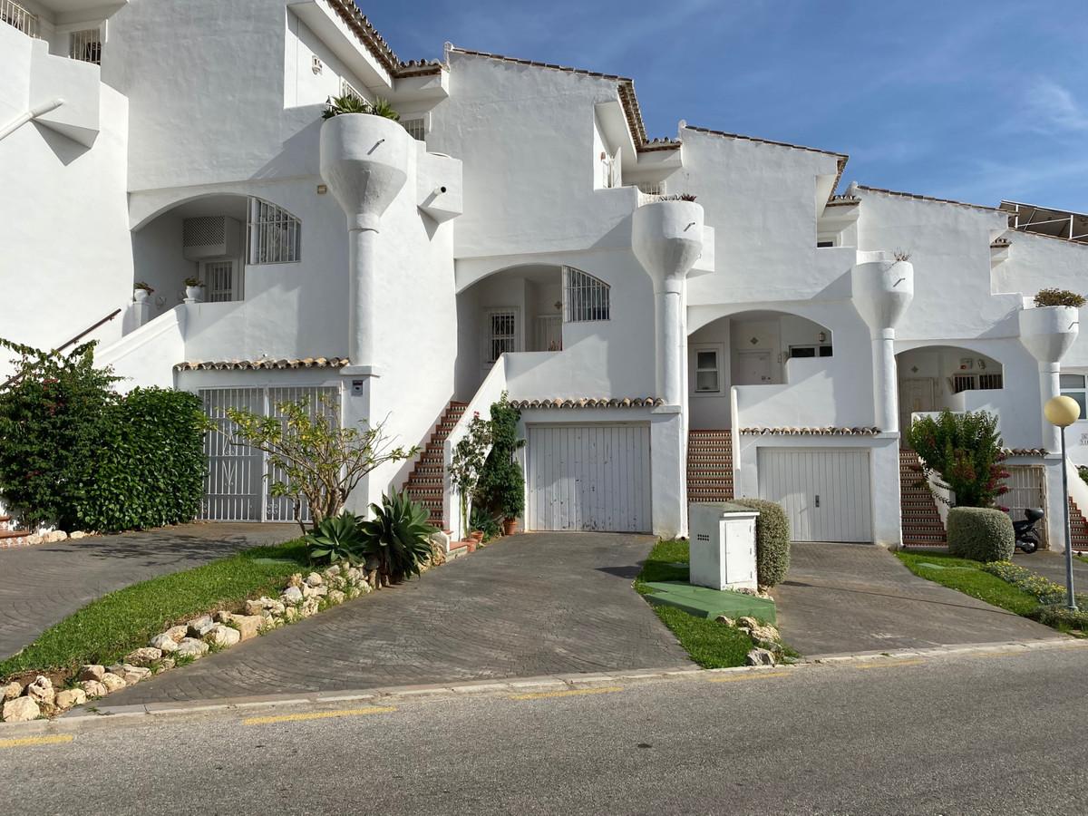 Maison Jumelée  Mitoyenne en location  à Calahonda