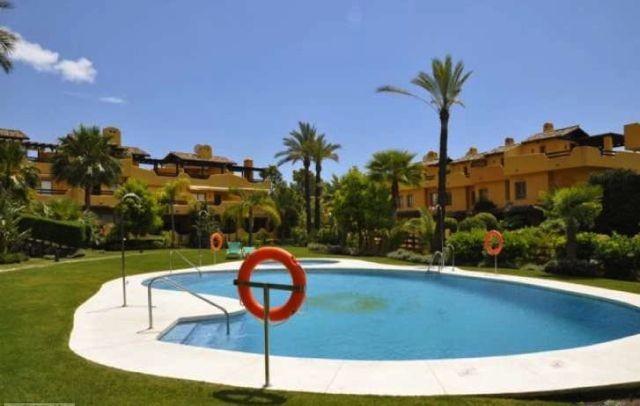 Maison Jumelée  Semi Individuelle en location  à Marbella