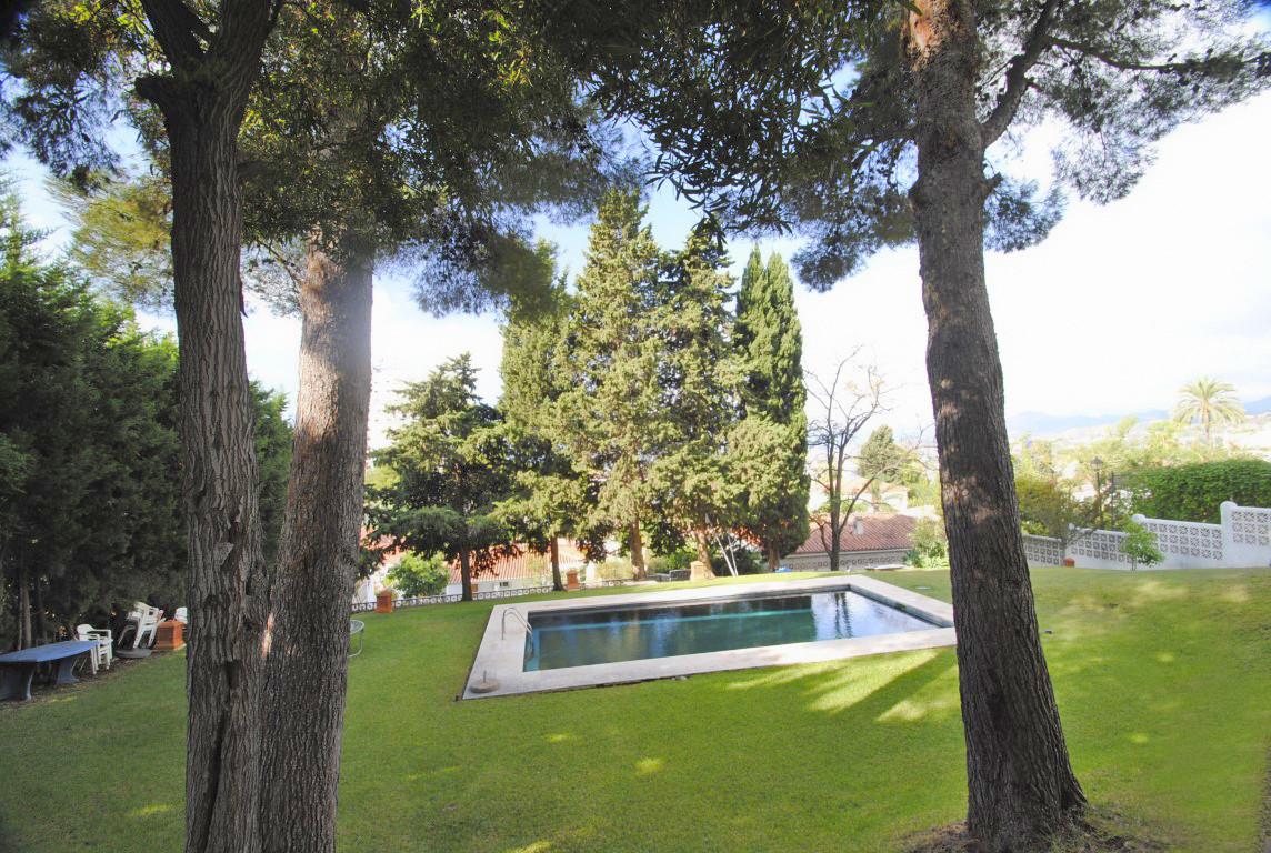 Unifamiliar con 4 Dormitorios en Venta Nueva Andalucía