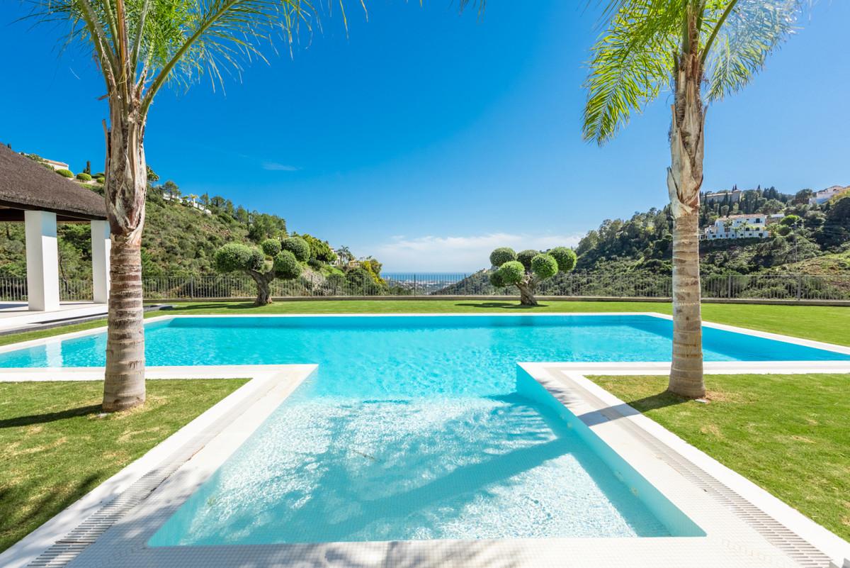 Detached Villa for sale in Benahavís R3829360