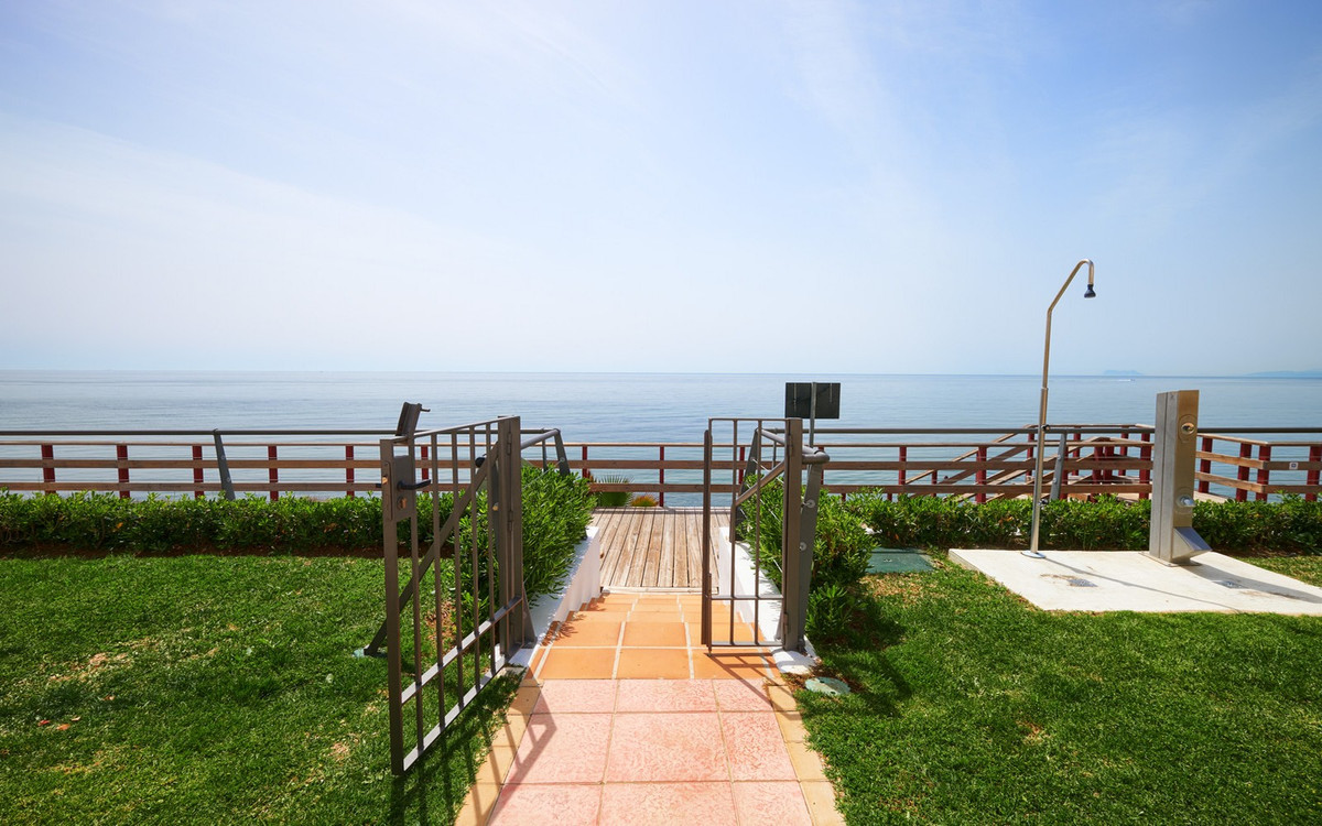 Ref:R3671699 Townhouse - Terraced For Sale in Estepona