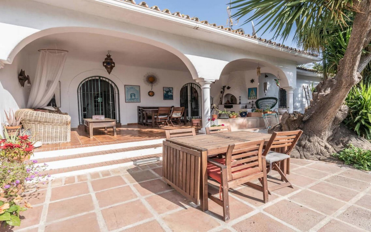 Ref:R3302557 Villa - Detached For Sale in El Paraiso