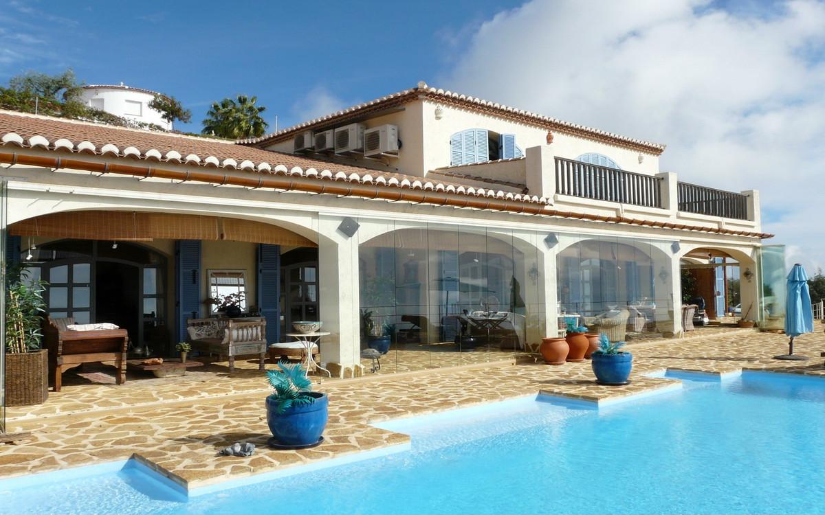 R3529990: Villa - Detached in Málaga Este