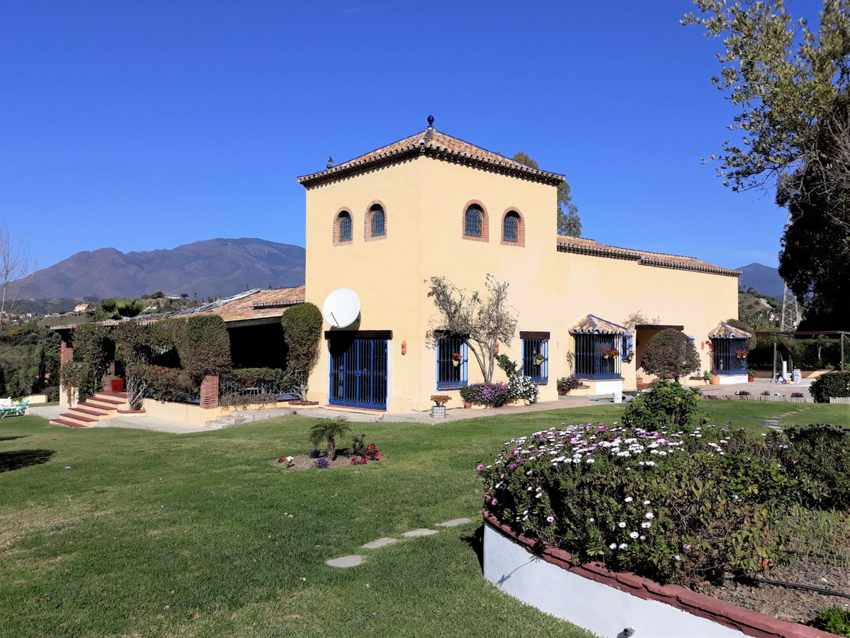 Ref:R3375778 Villa - Finca For Sale in Estepona