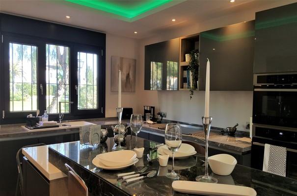 House in Estepona R3323182 10