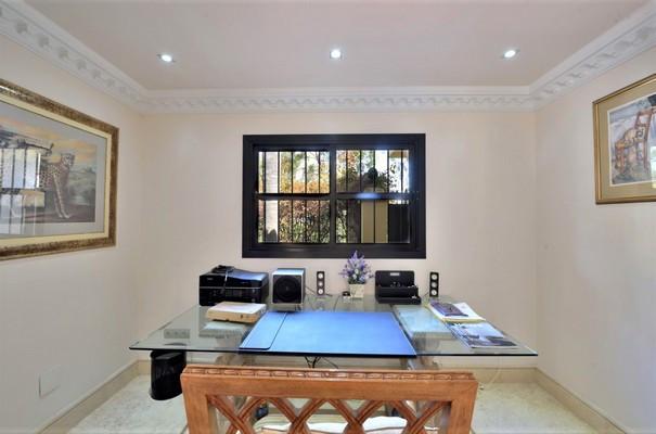 House in Estepona R3323182 13