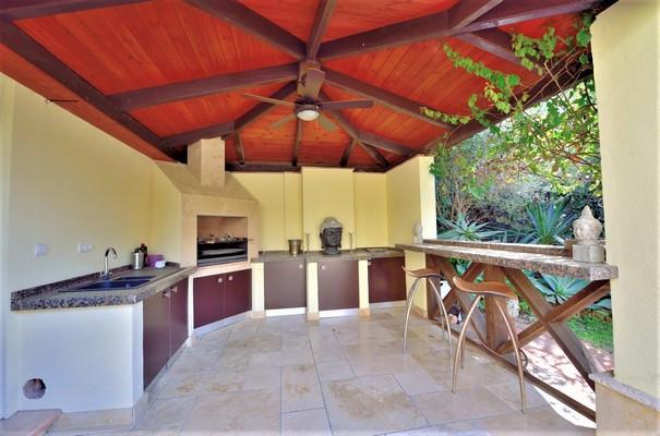 House in Estepona R3323182 16