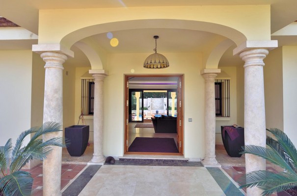 House in Estepona R3323182 2