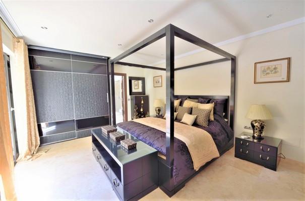 House in Estepona R3323182 20