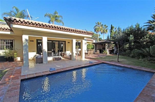 House in Estepona R3323182 7