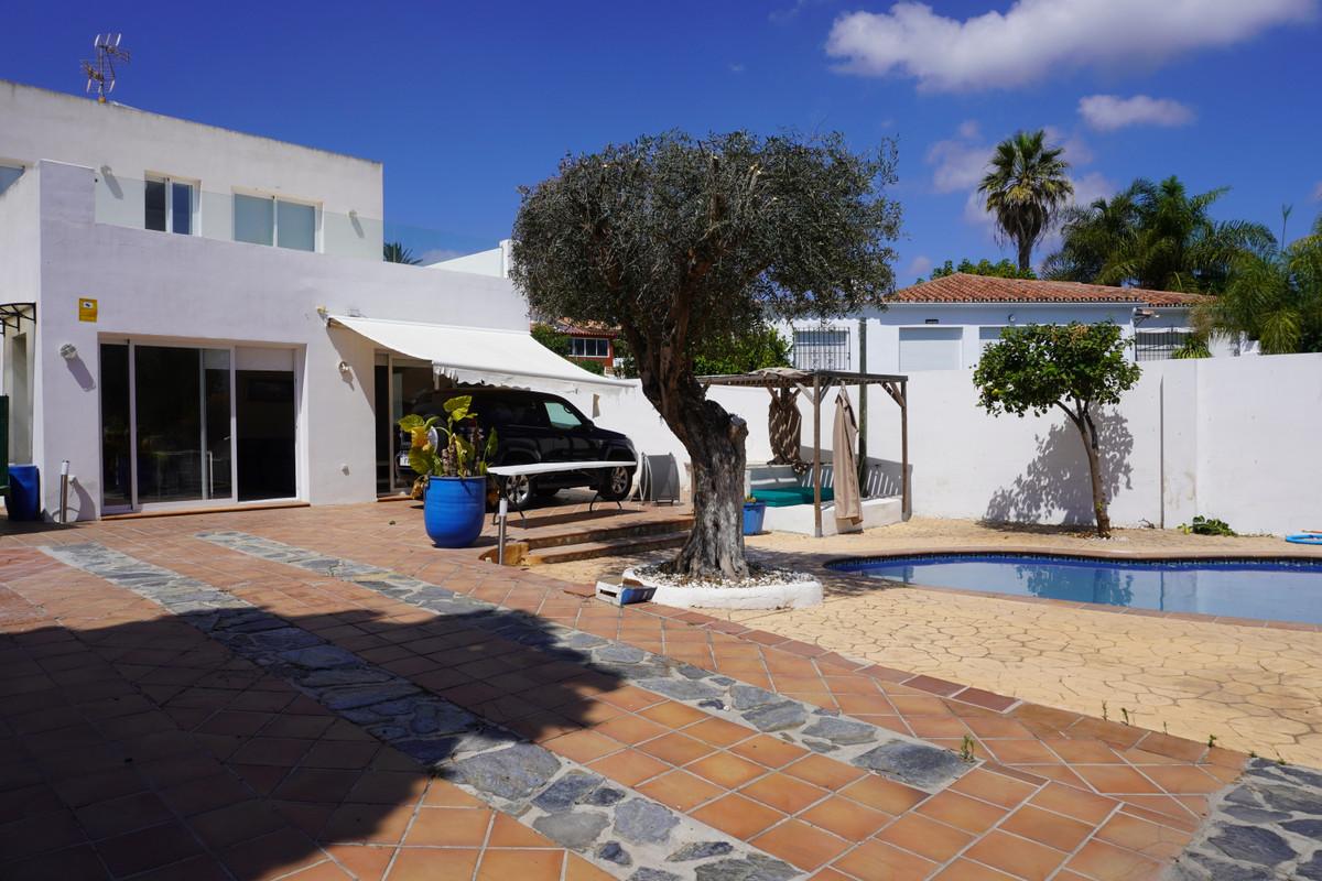 Vrijstaande Villa te koop in Río Real R3886666