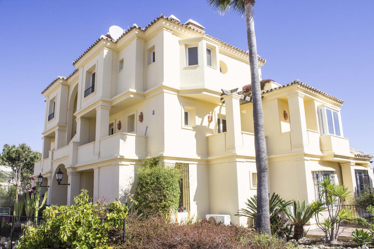 Super 4 bed (en-suite) large apartment (162m2+82m2) in Majestic Hills, a luxury development in Casar,Spain