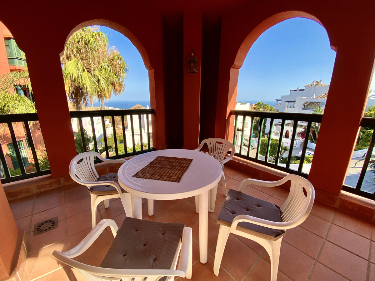 This 3 bedroom duplex property is located in a popular gated complex in Calahonda and boasts beautif,Spain