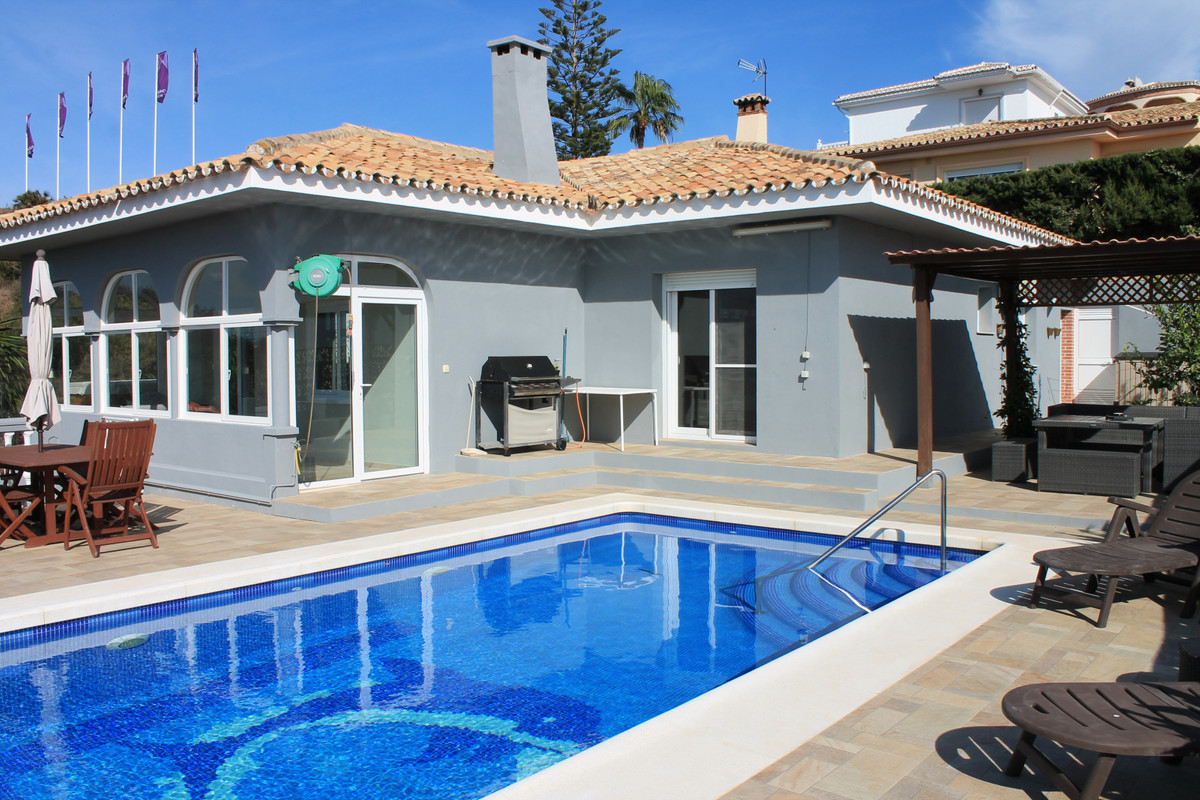 GREAT LOCATION ONLY 5 MINUTES DRIVE INTO FUENGIROLA TOWN!!!! SEA & GARDEN VIEWS!!!  Beautiful 4 ,Spain