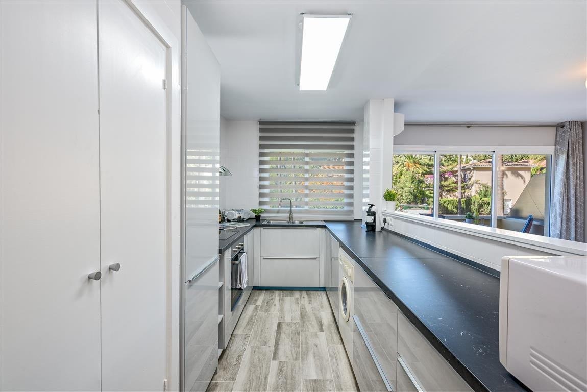 Apartment in Las Chapas R3042119 3