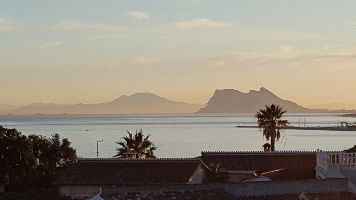 Flat plot for building a stand-a-lone villa with views to Gibraltar from an elevated position ideal ,Spain