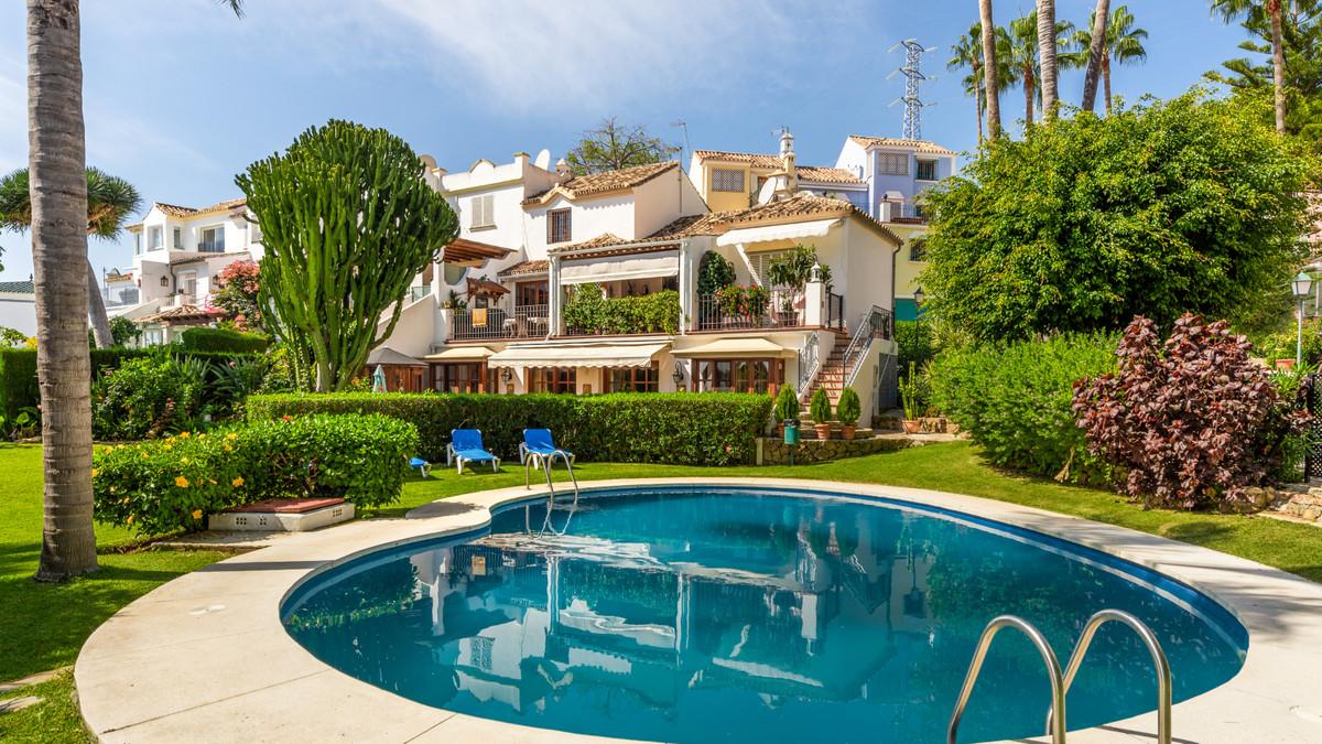 VillaSemi Detachedfor salein Marbella