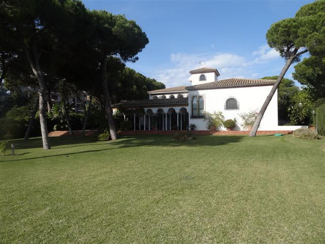 Villa 6 Dormitorios en Venta Benamara