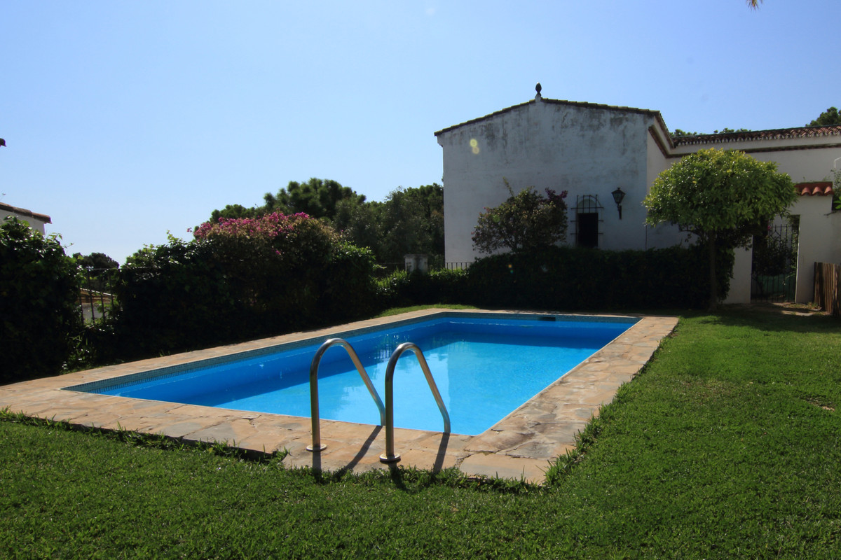 Small community, only 8 apartments  Ground Floor Apartment, Estepona, Costa del Sol. 2 Bedrooms, 1 B,Spain