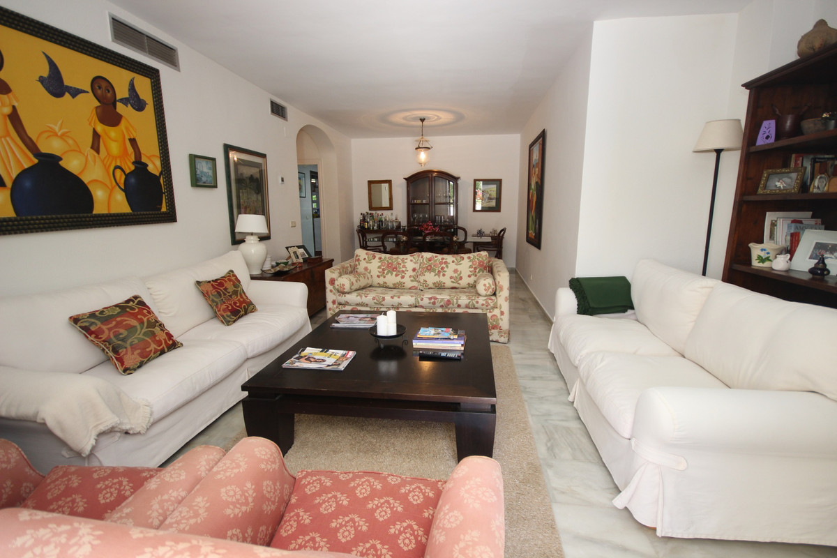 Apartment Middle Floor Elviria Málaga Costa del Sol R3533314 4