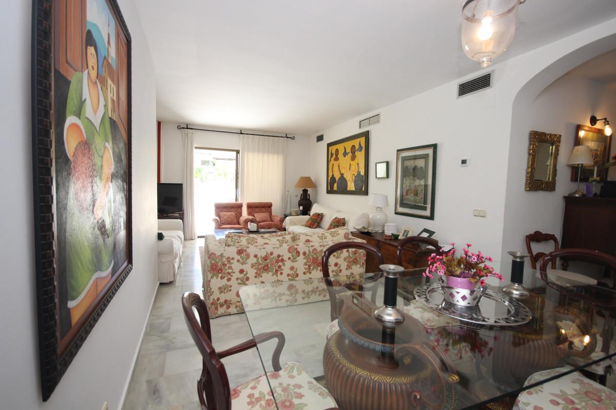 Apartment Middle Floor Elviria Málaga Costa del Sol R3533314 5