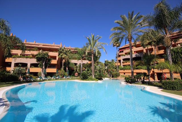 Apartamento  Planta Media en alquiler  en Bahía de Marbella