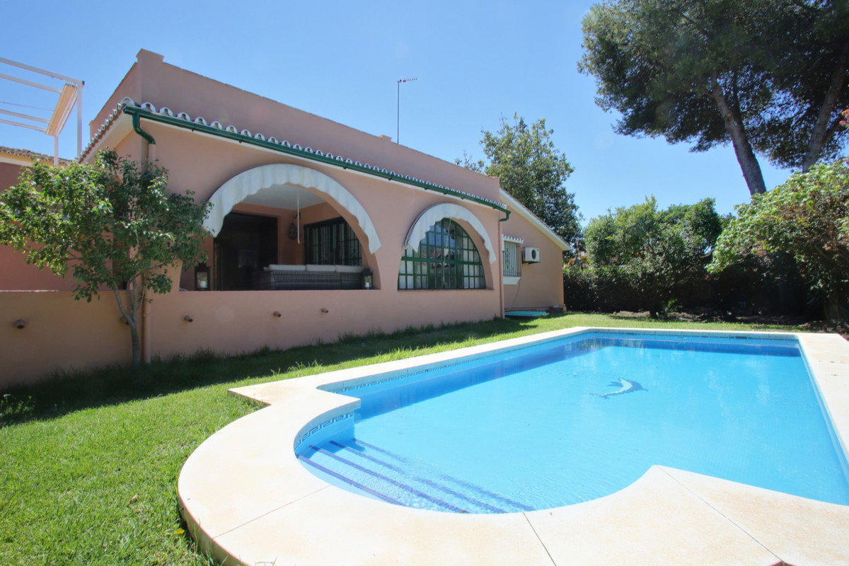 Villa in San Pedro Alcantara, three bedrooms and three bathrooms, fireplace and fully fitted kitchen,Spain