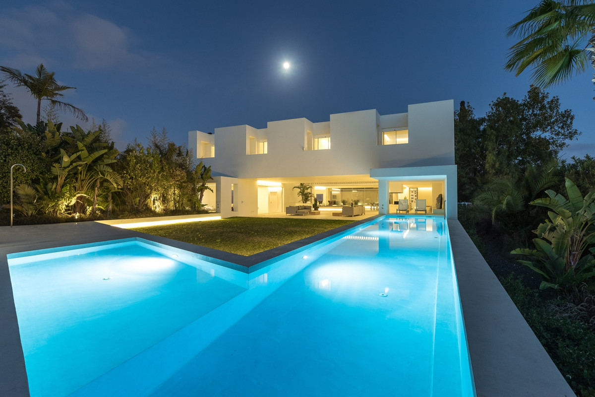 Detached Villa for sale in Marbella R3115858