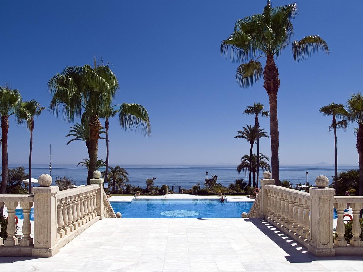 Apartamento  Planta Baja en venta  y en alquiler   en Estepona