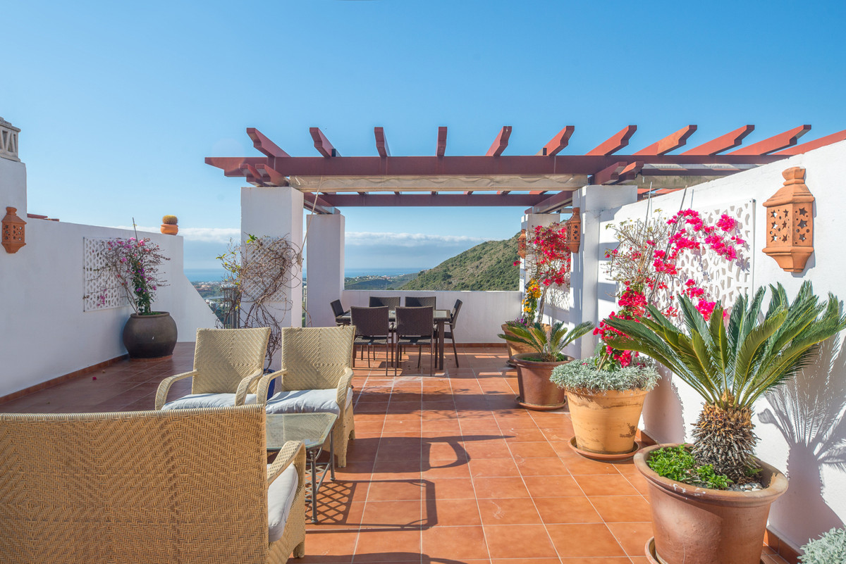 Welcome to the lovely Costa del Sol and this penthouse with wonderful views, three bedrooms and two ,Spain