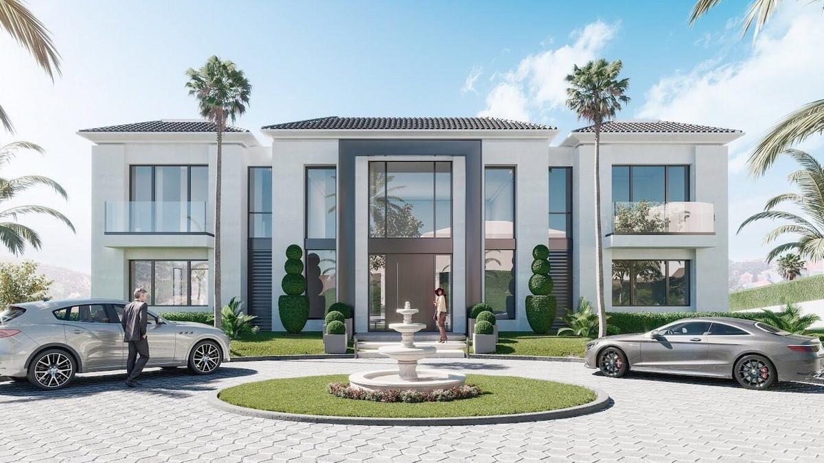 Detached Villa in Los Almendros R3449620