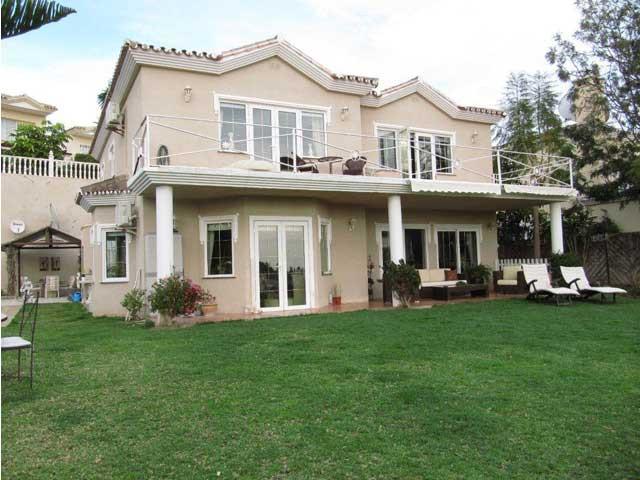 3-bed-Detached Villa for Sale in Riviera del Sol