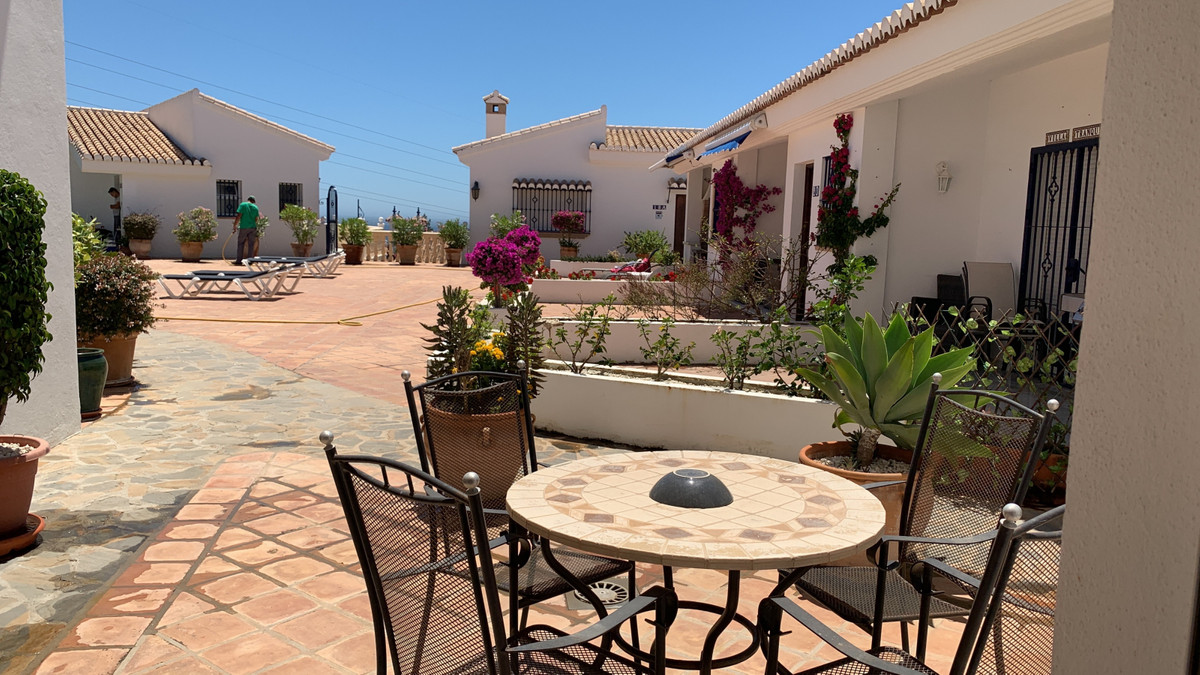 Fantastic townhouse located in the golf area of Chaparral de la Cala de Mijas, with magnificent view,Spain