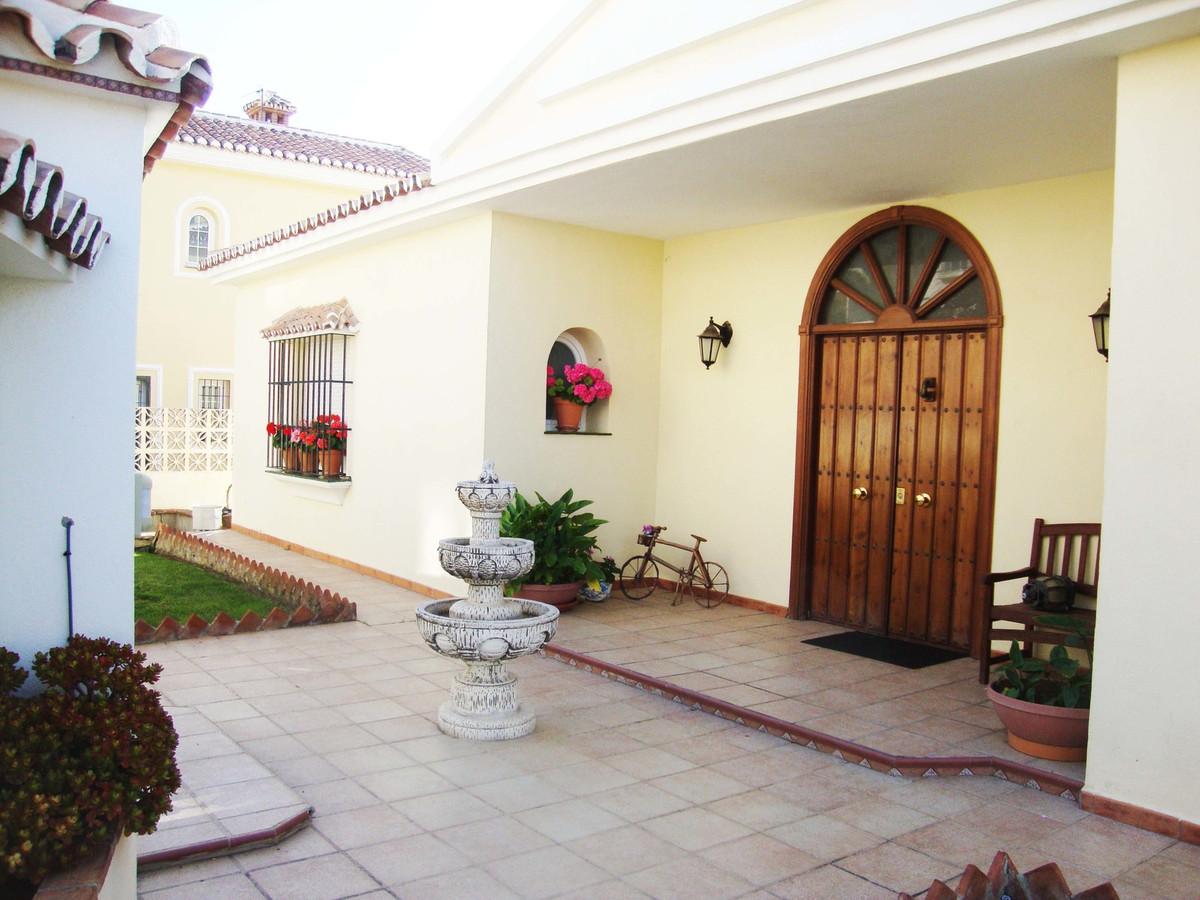 Villa con 6 Dormitorios en Venta La Cala de Mijas