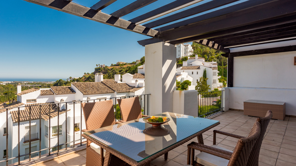 Spacious duplex penthouse in Altos de La Quinta with the most amazing views towards the La Quinta go,Spain