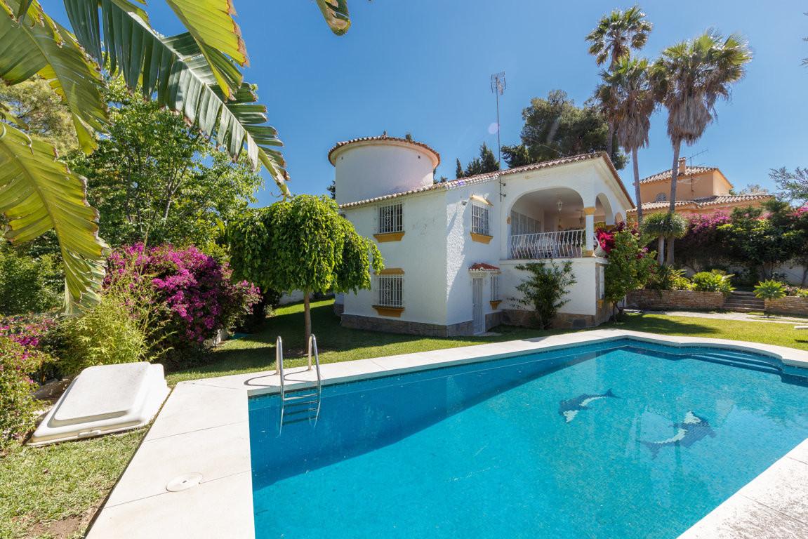 Detached Villa, Marbella, Costa del Sol. 4 Bedrooms, 4 Bathrooms, Built 230 m², Terrace 30 m², Garde,Spain