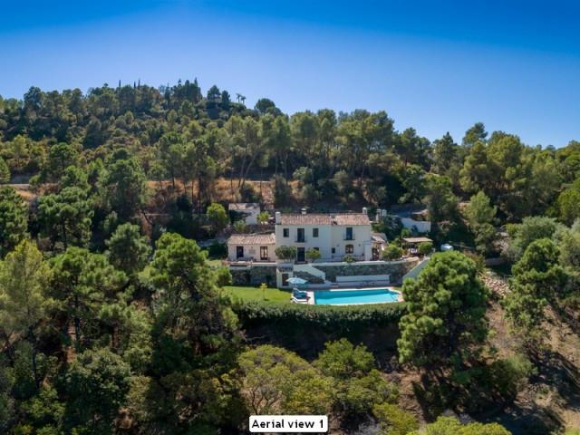 Villa, Detached  for sale    in El Madroñal