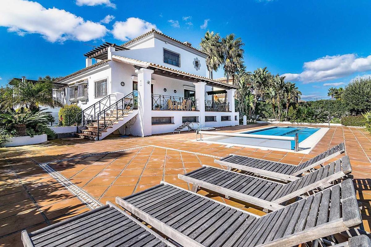5 bedroom villa for sale manilva