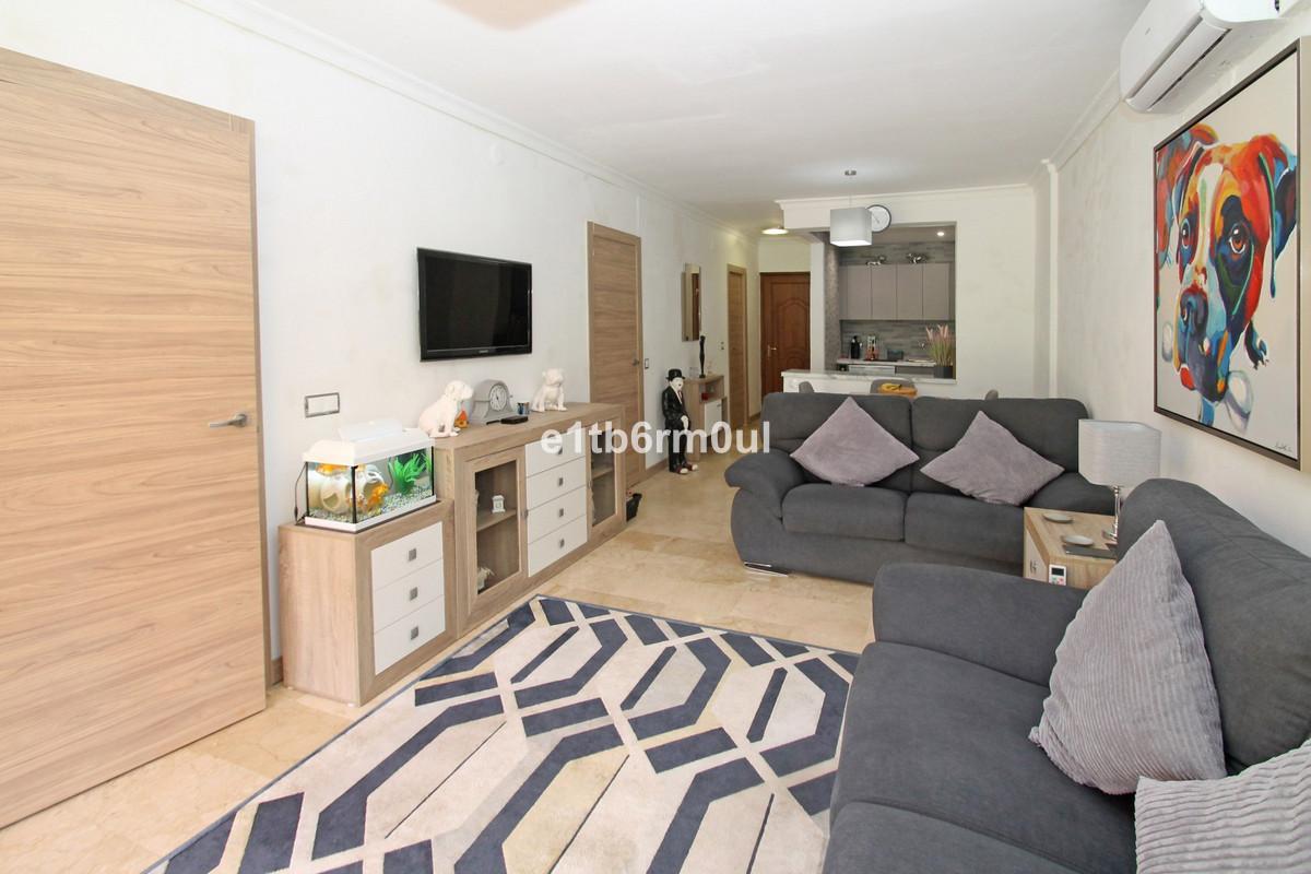 Apartament na parterze na sprzedaż w The Golden Mile R3649628