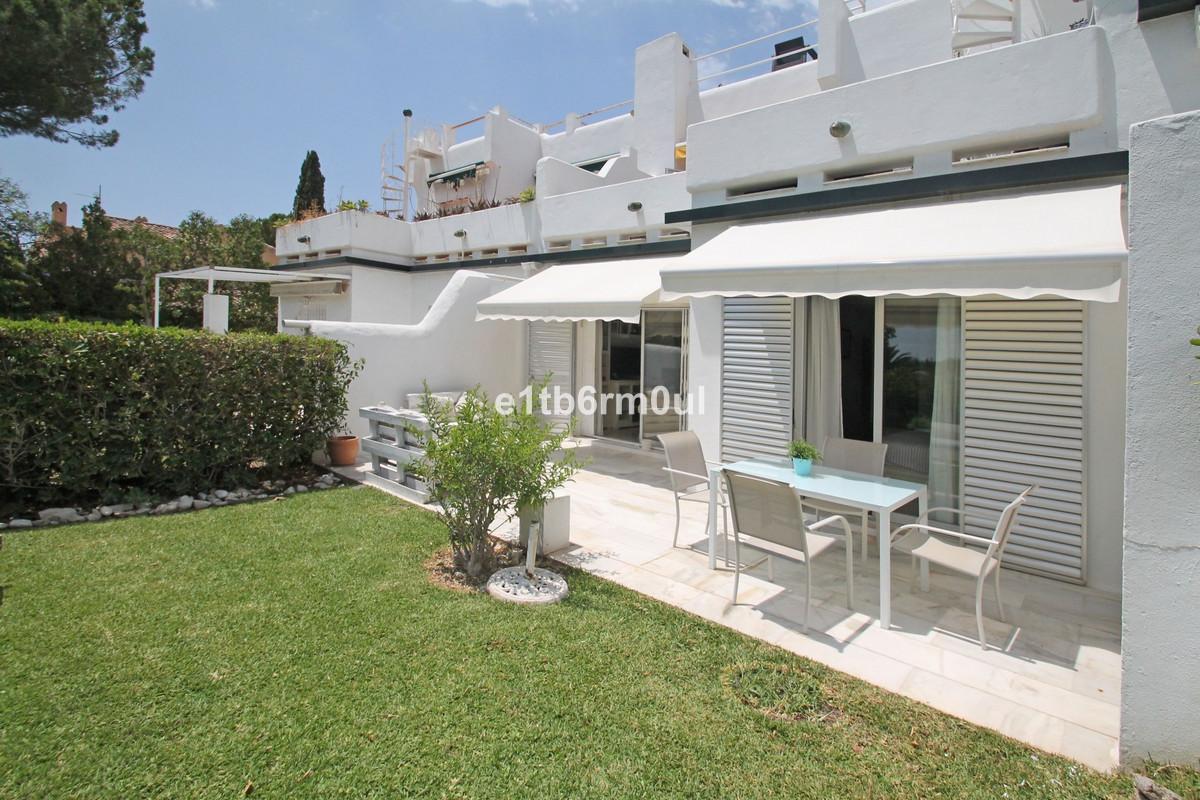 Stueetagelejlighed Til salg i Nueva Andalucía R3659267