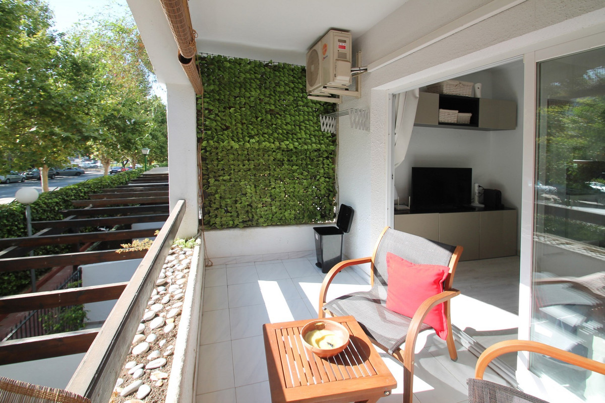 WITHIN WALKING DISTANCE TO THE BEACH · Recently refurbished elevated ground floor studio apartment i,Spain