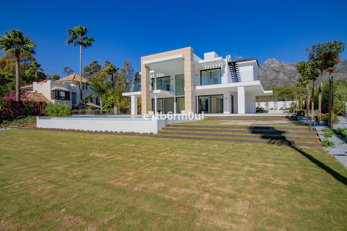 Detached Villa for sale in The Golden Mile R3584182