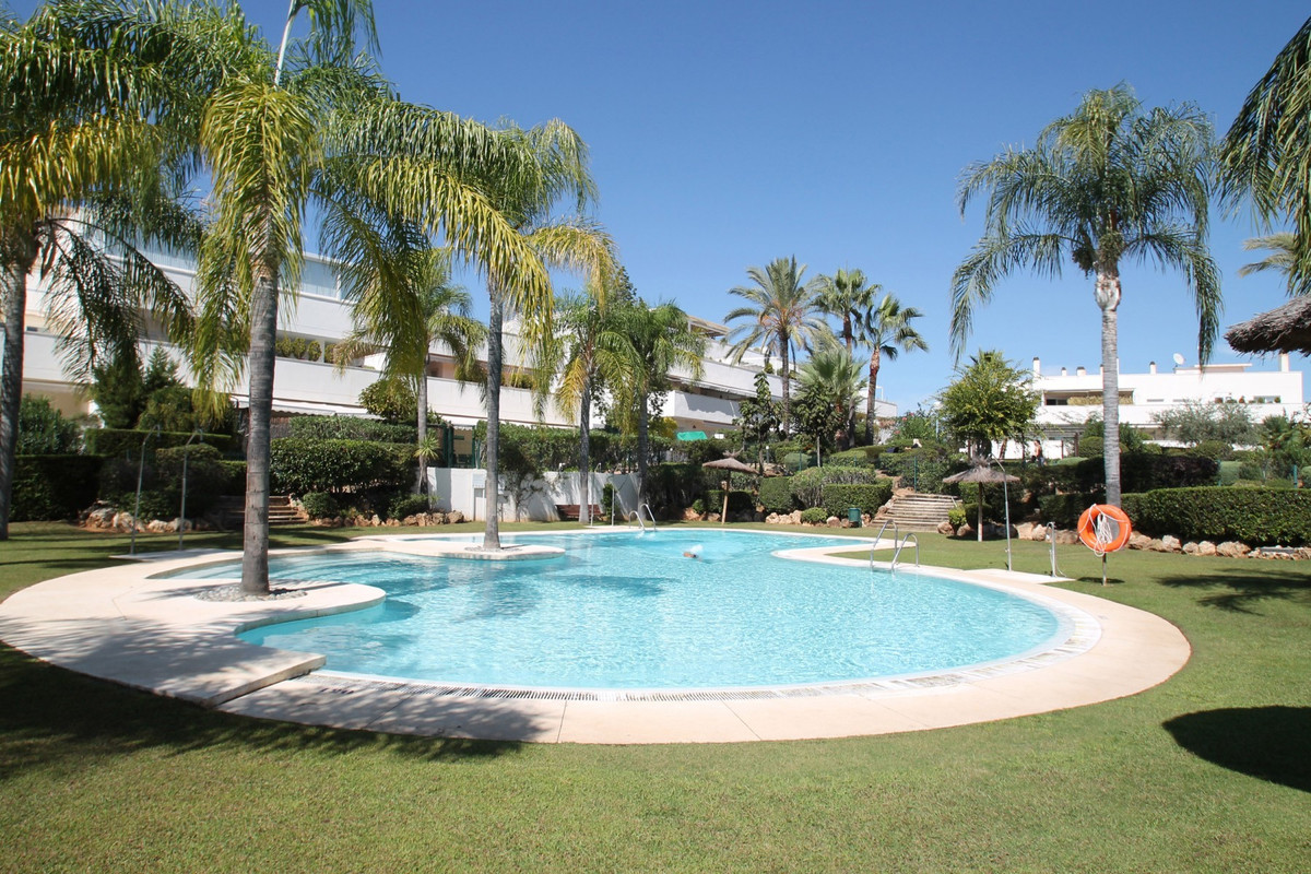 Middle Floor Apartment in Nueva Andalucía R3520588