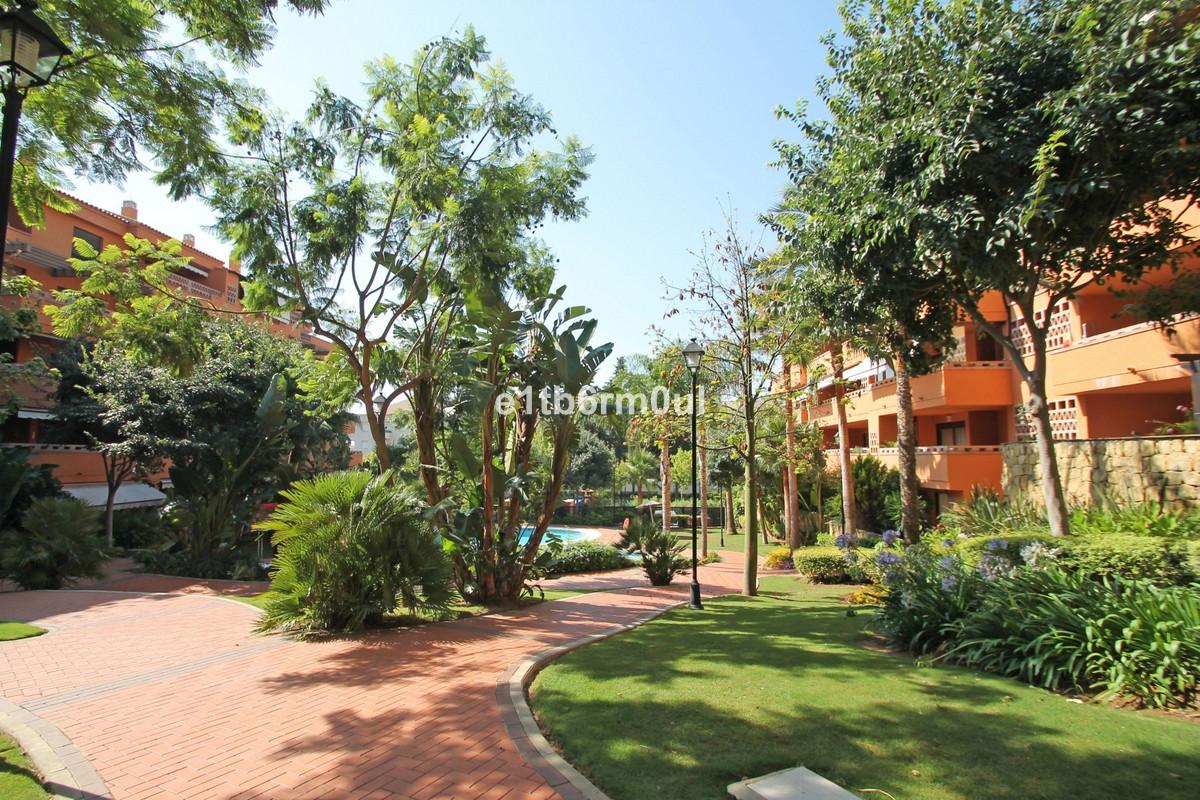 Apartament na parterze na sprzedaż w The Golden Mile R3027137